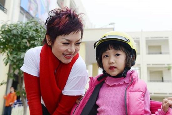 Thái Thùy Linh dạy con tự ra quyết định và chịu trách nhiệm