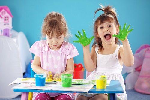 Cha mẹ dạy con học vẽ