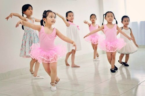 Dạy con kỹ năng múa cho thân thể dẻo dai