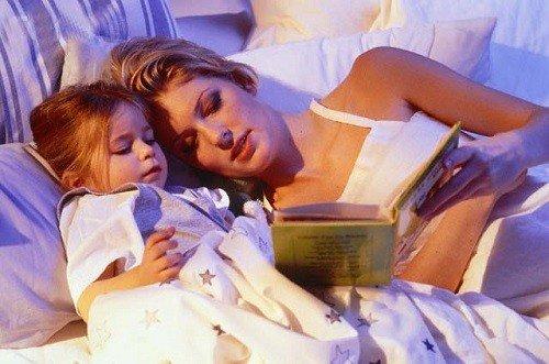 Bố mẹ hãy đọc sách để bé dễ dàng đi vào giấc ngủ