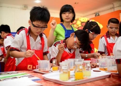 Trẻ học bằng mắt nhanh hơn học bằng tai và vận động