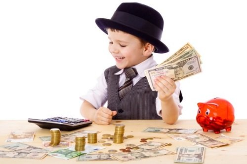Nên cho trẻ làm quen với tiền ngay từ tuổi lên 3
